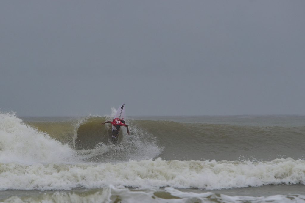 Day Two of the REnextop Asian Surfing Tour in Malaysia Challenged by Non-Stop Rain but Pushes Through to Decide Quarterfinalists and Semifinalists